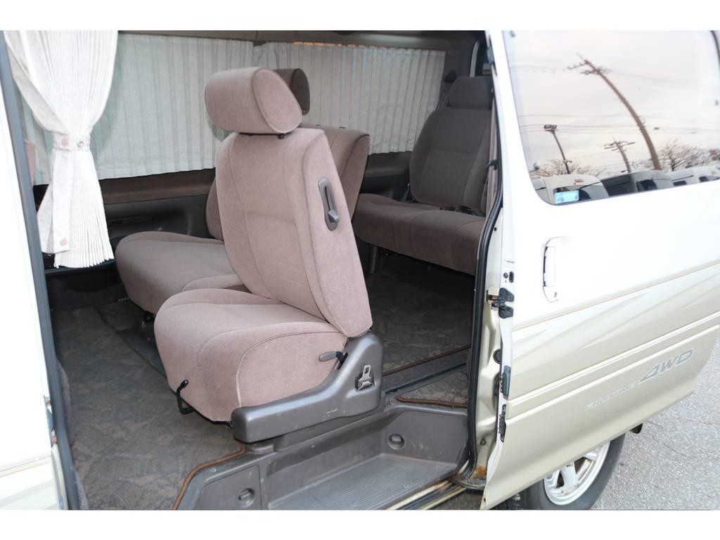 後席へも楽々乗車可能ですよ♪ | トヨタ ハイエース 3.0 スーパーカスタムG リビングサルーンEX ディーゼルターボ 4WD 下取り直販