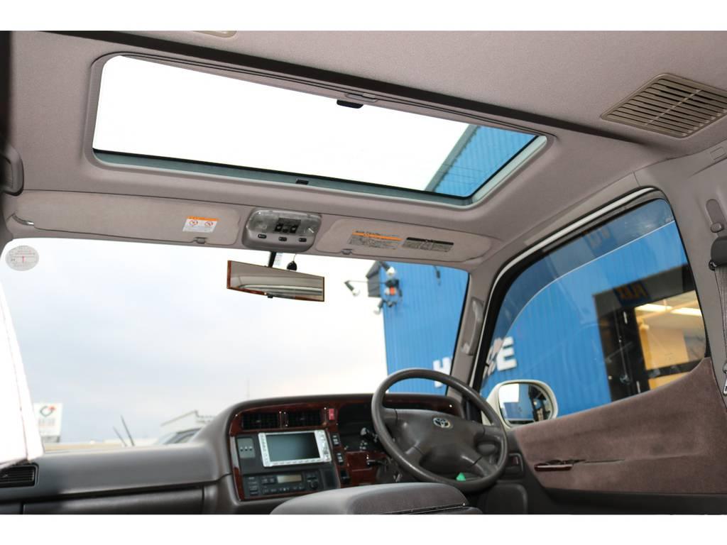 ムーンルーフは100系ならではですよ♪ | トヨタ ハイエース 3.0 スーパーカスタムG リビングサルーンEX ディーゼルターボ 4WD 下取り直販