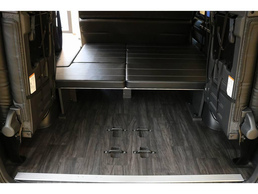 シートを跳ね上げると荷室スペースも十分確保できますよ☆ベッドマットも取り外すことで、さらにスペースが生まれます☆