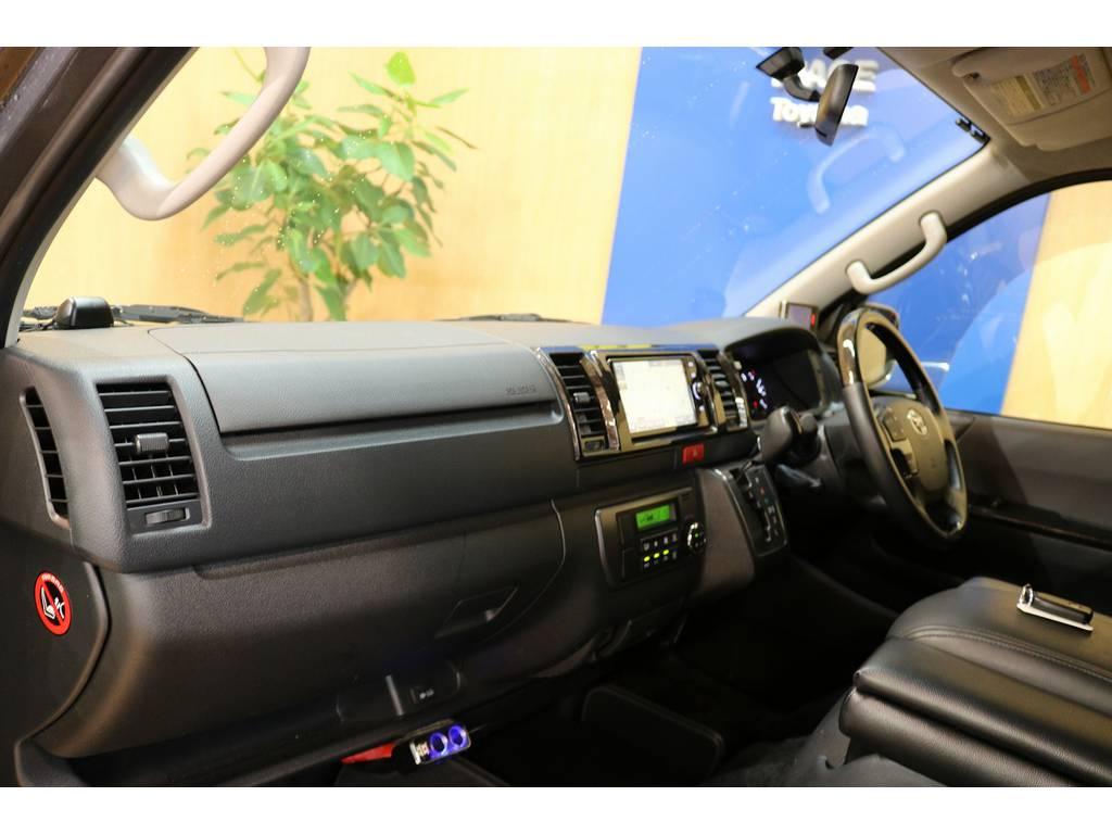 運転席のインテリアも特別仕様でカッコよく!!