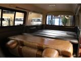 【後席空間】ベッドキット搭載で快適な車中泊をお楽しみ頂けます。