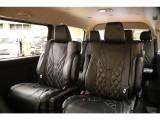 【後席室内空間】豪華な室内空間は法人様の送迎用車両としても多数ご利用頂いております。
