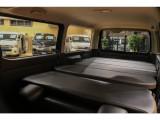 【新品ベッドキット装着で広々とした車中泊空間を確保できます】