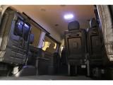 【室内空間】天井も高くゆとりのあるスペースです★LEDルームランプにより車内がとても明るくなります★