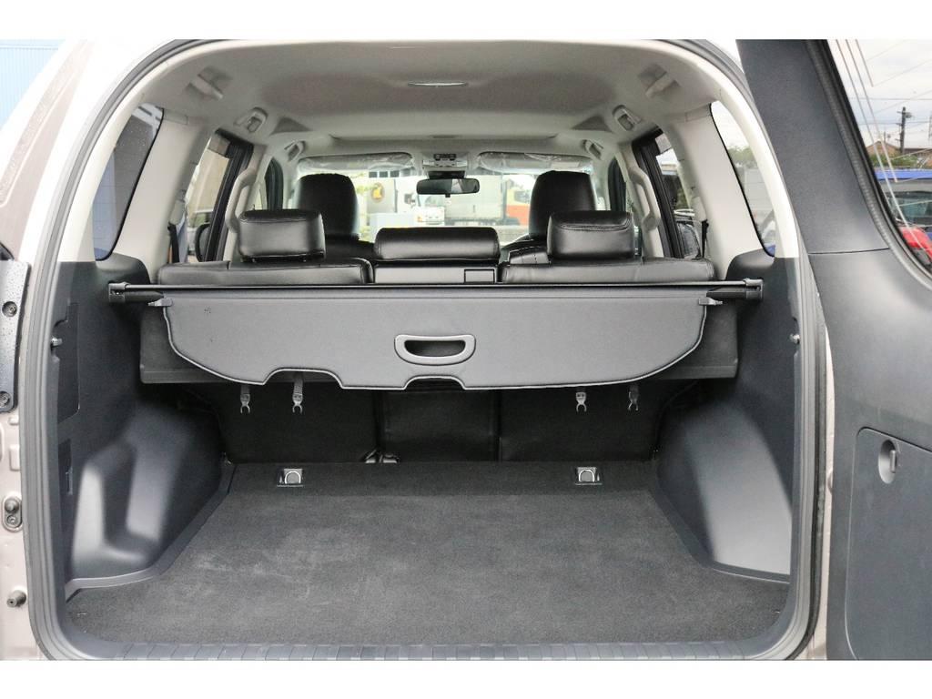 5人乗りなので荷室はしっかり確保されています。 | トヨタ ランドクルーザープラド 2.8 TX ディーゼルターボ 4WD TRDフロントスポイラー