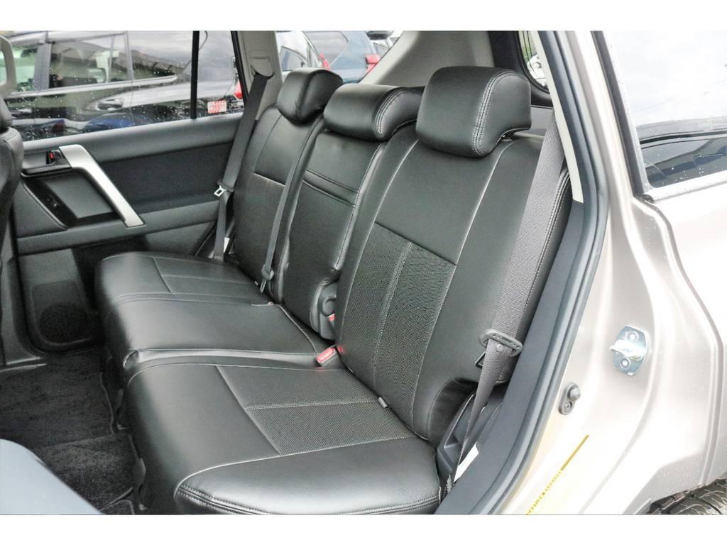 リアシートもリクライニング可能なので後部座席の人のリラックスできます!!!!   トヨタ ランドクルーザープラド 2.8 TX ディーゼルターボ 4WD TRDフロントスポイラー