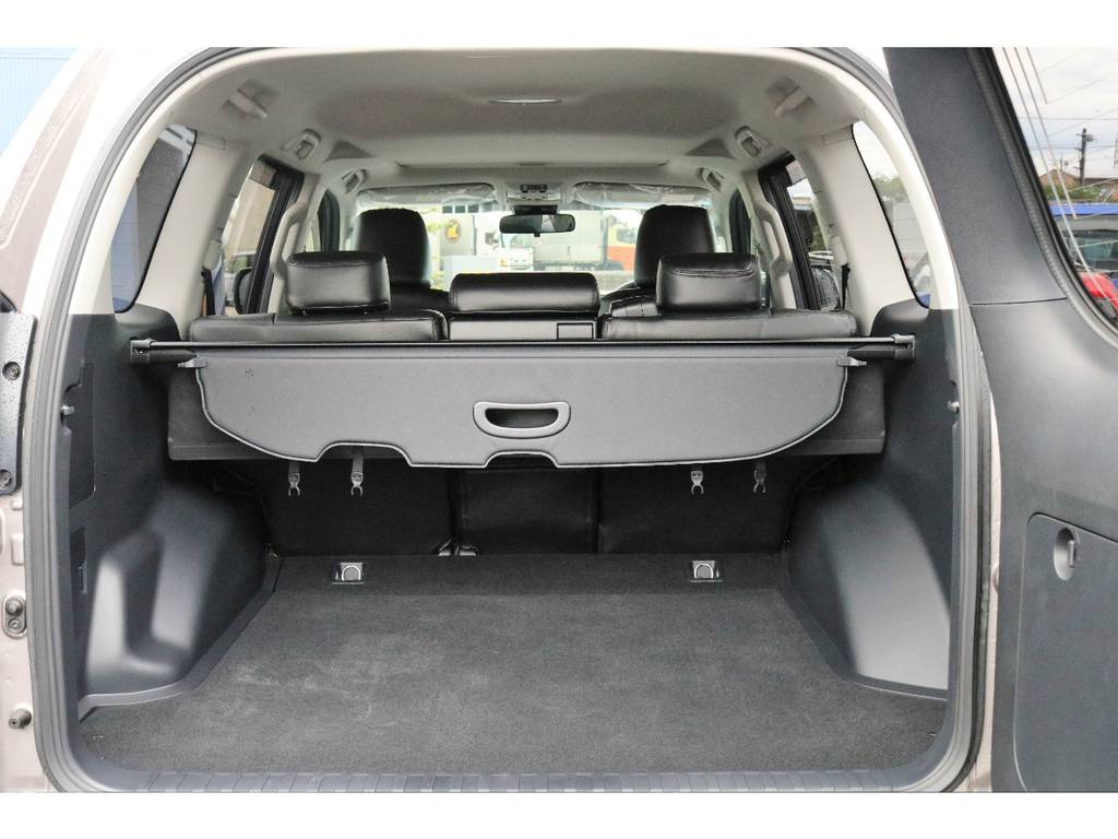 5人乗りなので荷室はしっかり確保されています。   トヨタ ランドクルーザープラド 2.8 TX ディーゼルターボ 4WD TRDフロントスポイラー