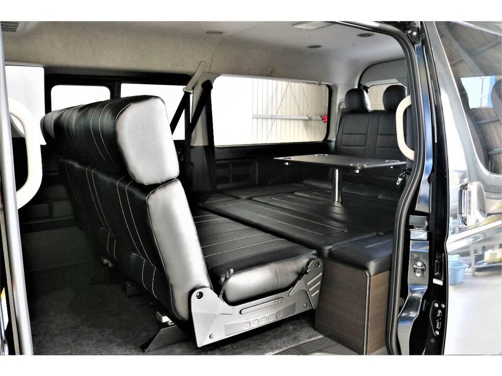 二列目シートは対面バージョンにトランスフォームでき、テーブルも装着可能です!! | トヨタ ハイエース 2.7 GL ロング ミドルルーフ 4WD TSS寒冷地付アレンジAS