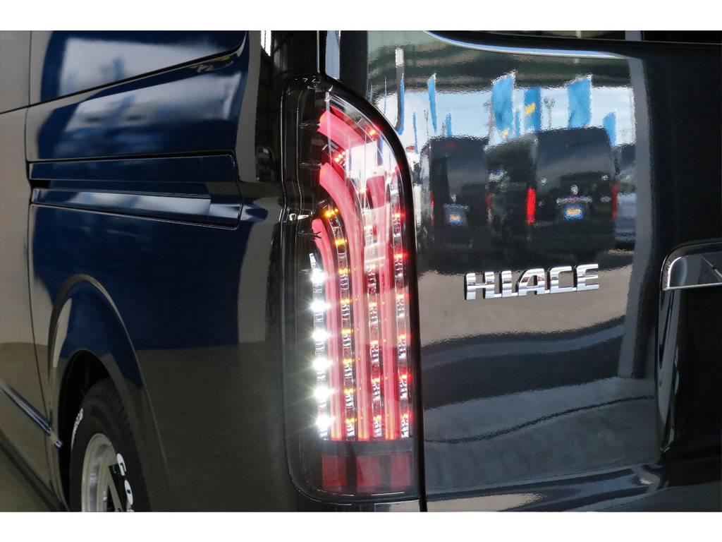 FLEXオリジナルLEDテール 煌きBlack | トヨタ ハイエースバン 2.8 スーパーGL 50TH アニバーサリー リミテッド ロングボディ ディーゼルターボ 4WD