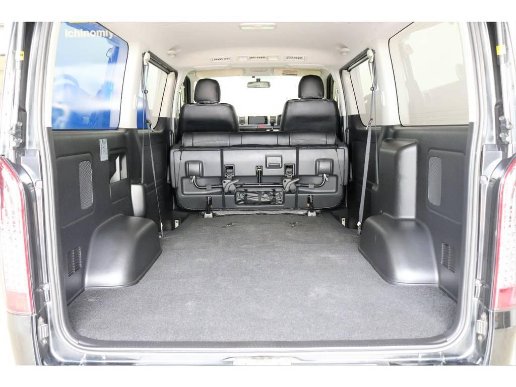 セカンドシートを格納すれば、広大な荷室スペースが広がります♪ | トヨタ ハイエースバン 3.0 スーパーGL ロング ディーゼルターボ 4WD