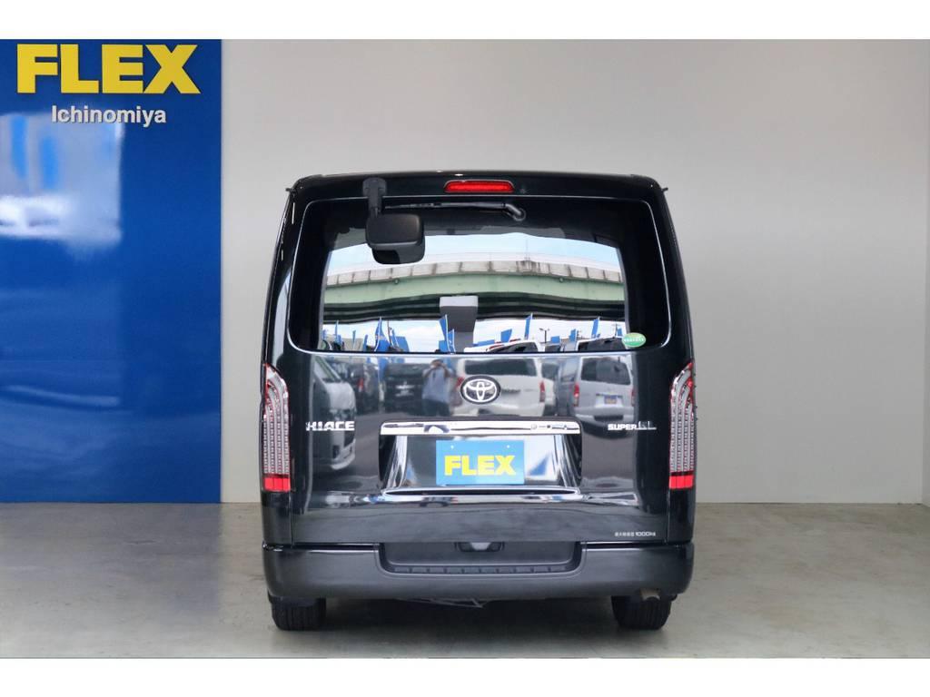 フルLEDテールランプを装着しているので、後続車にインパクトを与えます! | トヨタ ハイエースバン 3.0 スーパーGL ロング ディーゼルターボ 4WD