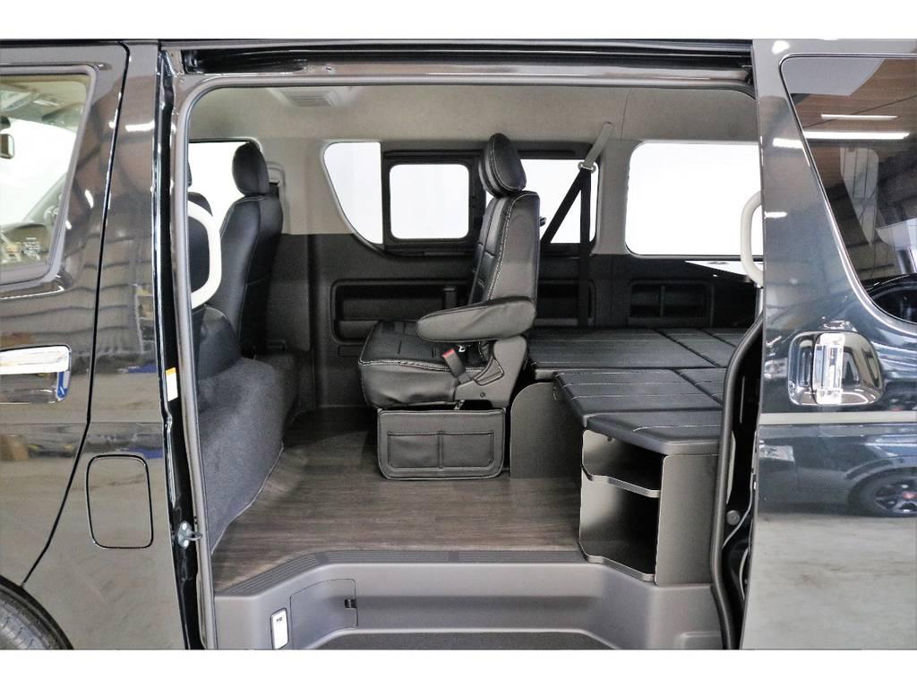 ファミリーに人気の内装架装R1トリプルナビパッケージ(テーブル付)の完成です! | トヨタ ハイエース 2.7 GL ロング ミドルルーフ 4WD R1