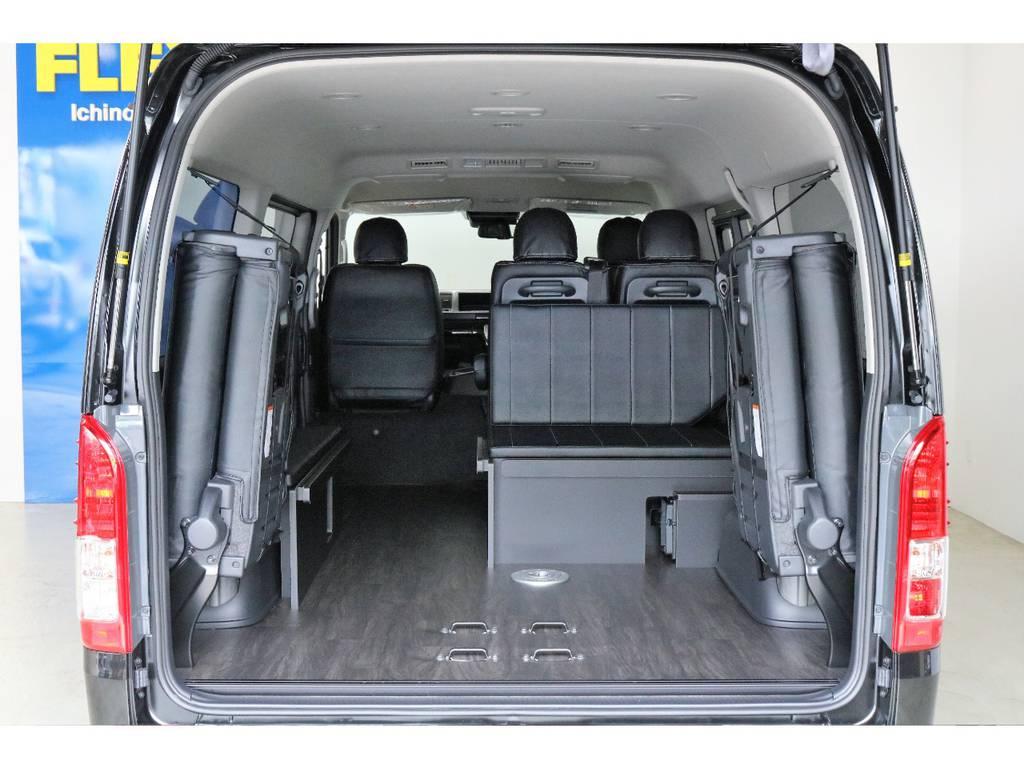 専用床張り施工済みなので汚れたまま乗り込んでも掃除がらくちんです | トヨタ ハイエース 2.7 GL ロング ミドルルーフ 4WD R1