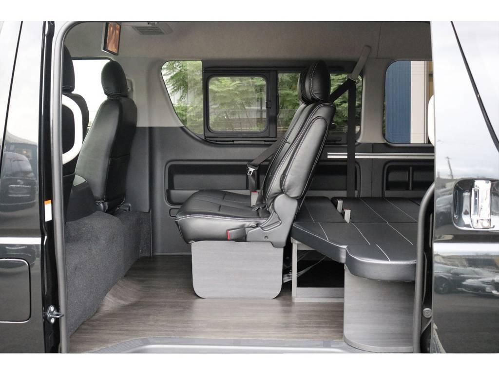 床は木目のフローリングですのでジュースや砂が載ってもお掃除が楽ですよ♪ | トヨタ ハイエース 2.7 GL ロング ミドルルーフ 4WD TSS付