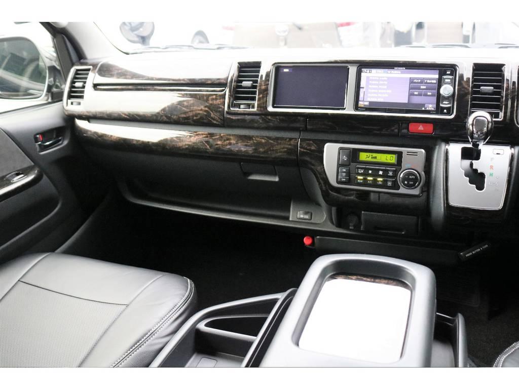 415COBRAマホガニーパネル&コンビハンドルSET装着済み♪ | トヨタ ハイエース 2.7 GL ロング ミドルルーフ 4WD TSS付