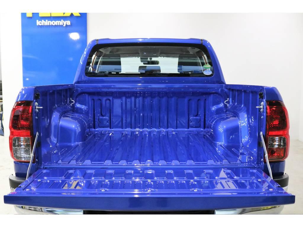 ハードに使える荷台でアウトドアやキャンプ等に大活躍です♪   トヨタ ハイラックス 2.4 Z ディーゼルターボ 4WD Z