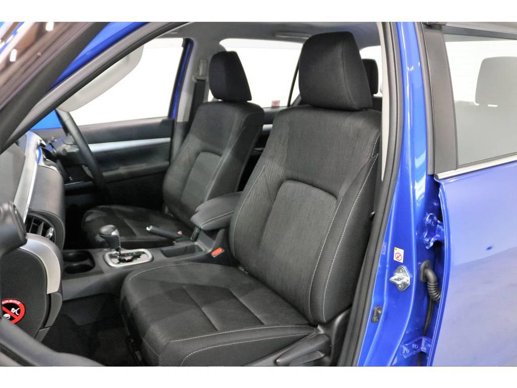 座り心地がいい上級ファブリックシート。   トヨタ ハイラックス 2.4 Z ディーゼルターボ 4WD Z