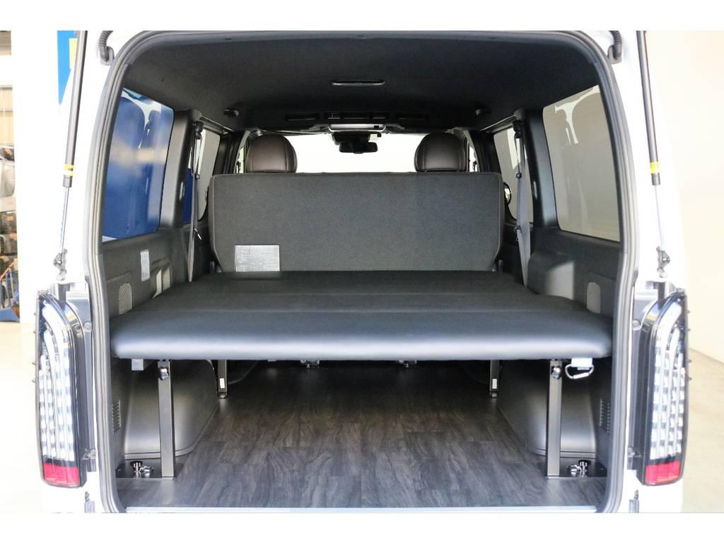 FLEXオリジナルベットキットを装着してますのでちょっとした車中泊や、遠出にはぴったりだと思いませんか? | トヨタ ハイエースバン 2.8 スーパーGL 50TH アニバーサリー リミテッド ロングボディ ディーゼルターボ 床張りベット
