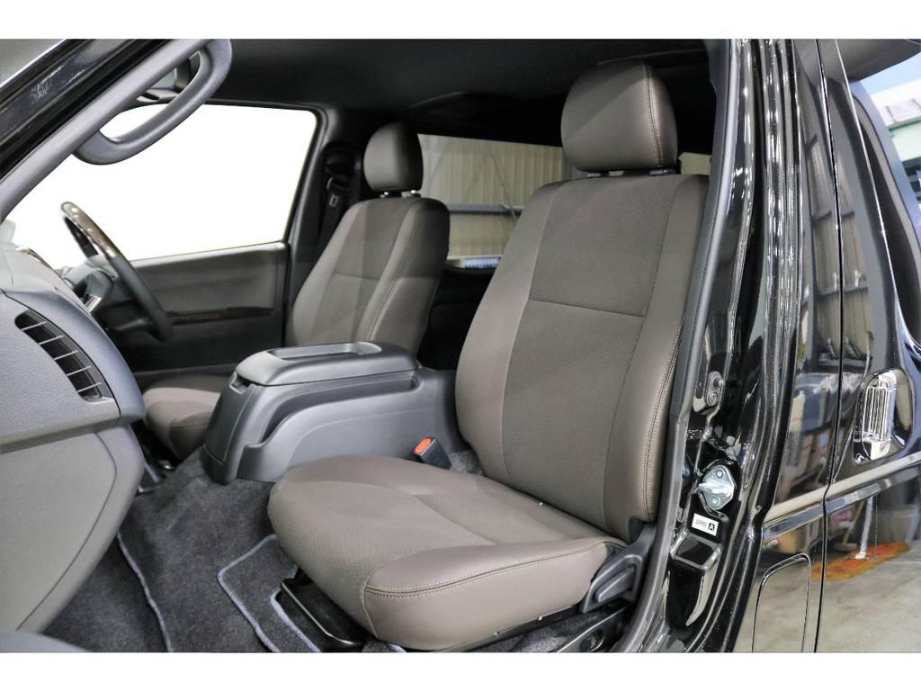50TH専用パーツ:ダークブラウンカラーのダブルステッチシート!! | トヨタ ハイエースバン 2.8 スーパーGL 50TH アニバーサリー リミテッド ロングボディ ディーゼルターボ 4WD 50TH
