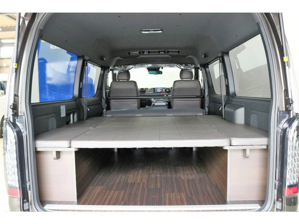 ベット下にスペースがあるので、スノーボードやサーフボードなどの長尺ものも収納出来ちゃいます♪ | トヨタ ハイエースバン 2.7 スーパーGL 50THアニバーサリー リミテッド ワイド ミドルルーフ ロングボディ4WD 50TH 4X7