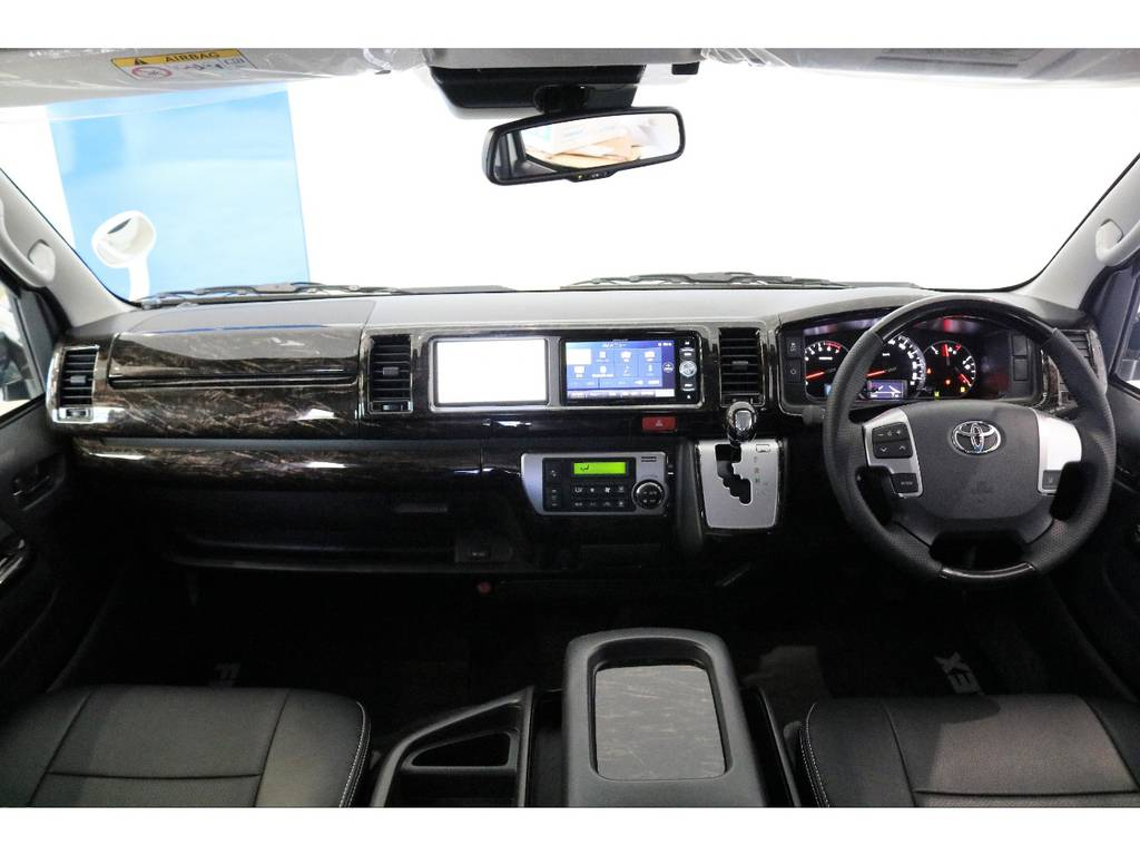 シルクブレイズ製マホガニー調パネルセット装着、もちろんコンビハンドル、シフトノブも変更済みです!!!!!!!!!! | トヨタ ハイエース 2.7 GL ロング ミドルルーフ Vre1