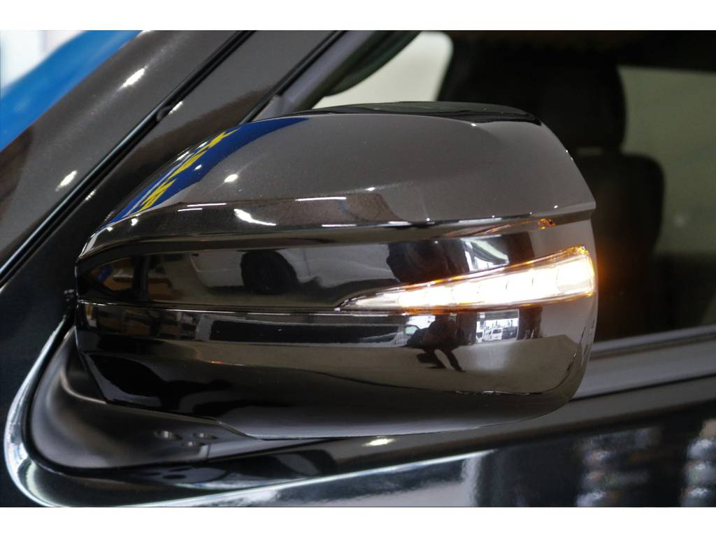 AVEST製LEDドアミラーウィンカーを装着しておりますので、見た目もスタイリッシュで視認性も向上♪ | トヨタ ハイエースバン 2.8 スーパーGL 50TH アニバーサリー リミテッド ロングボディ ディーゼルターボ