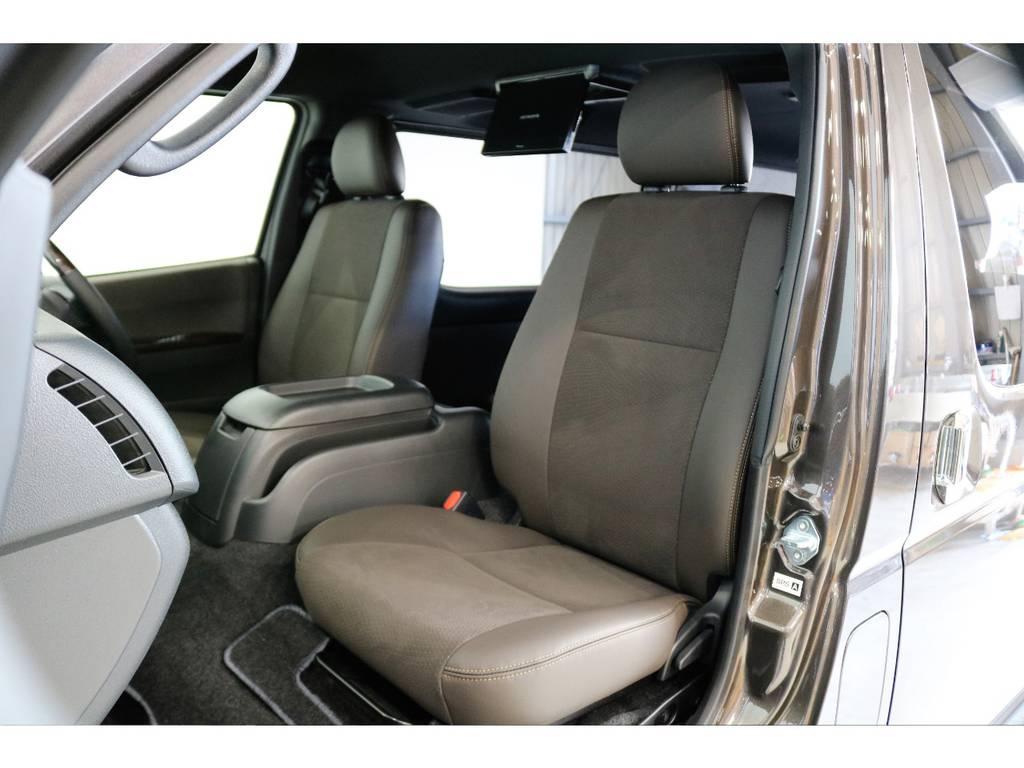 50TH専用パーツ:ダークブラウンカラーのダブルステッチシート | トヨタ ハイエースバン 2.8 スーパーGL 50TH アニバーサリー リミテッド ロングボディ ディーゼルターボ 4WD