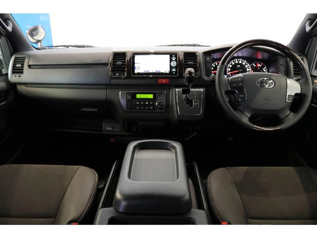 インテリアパネルも50TH専用パーツ茶木目マホガニー調パネルです!! | トヨタ ハイエースバン 2.8 スーパーGL 50TH アニバーサリー リミテッド ロングボディ ディーゼルターボ 4WD