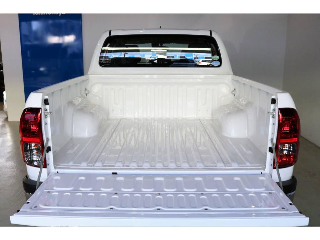 デッキには雨風によって腐食するのを防ぐ防錆鋼板を使用しております?気になる方はベッドライナーを装着することも可能なのでご相談ください! | トヨタ ハイラックス 2.4 Z ディーゼルターボ 4WD Z