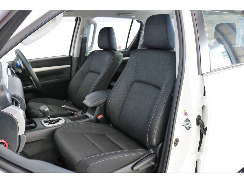 座り心地がいい上級ファブリックシート。 | トヨタ ハイラックス 2.4 Z ディーゼルターボ 4WD Z