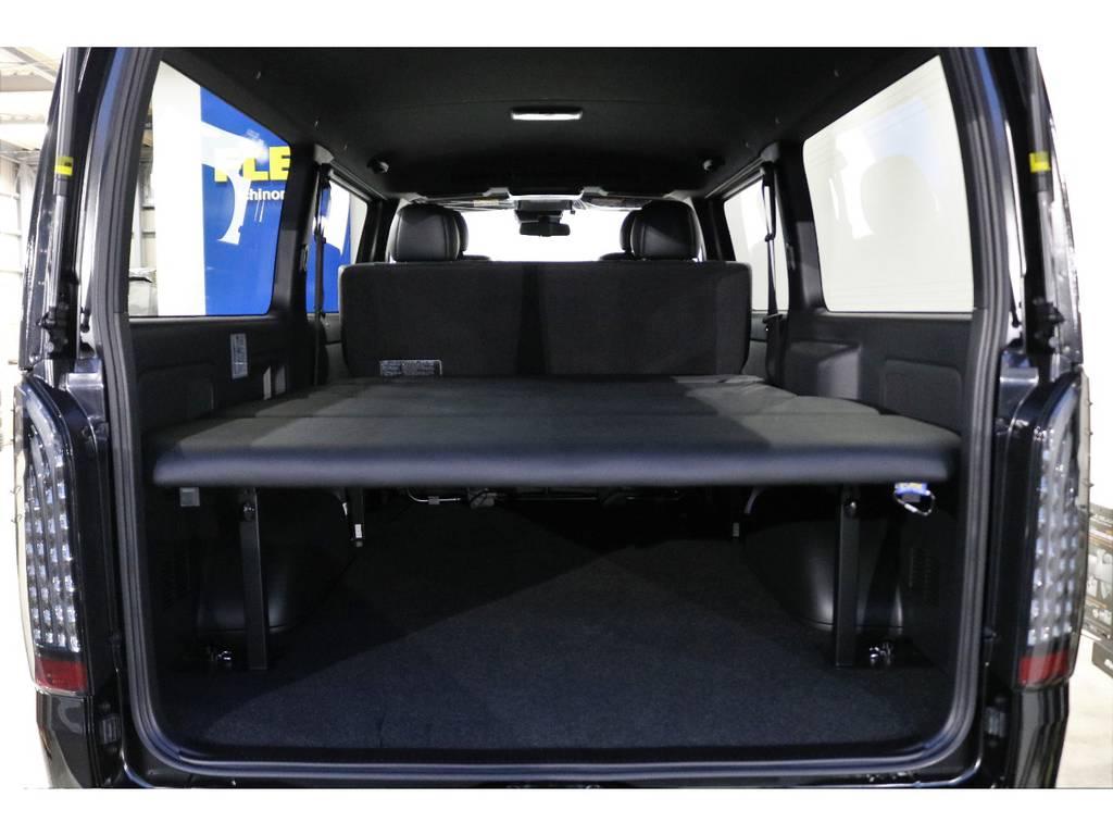 荷室にはFLEXオリジナルベットキットを装着してありますので、ちょっとの仮眠にはもってこいです! | トヨタ ハイエースバン 2.8 スーパーGL ダークプライムⅡ ロングボディ ディーゼルターボ 4WD