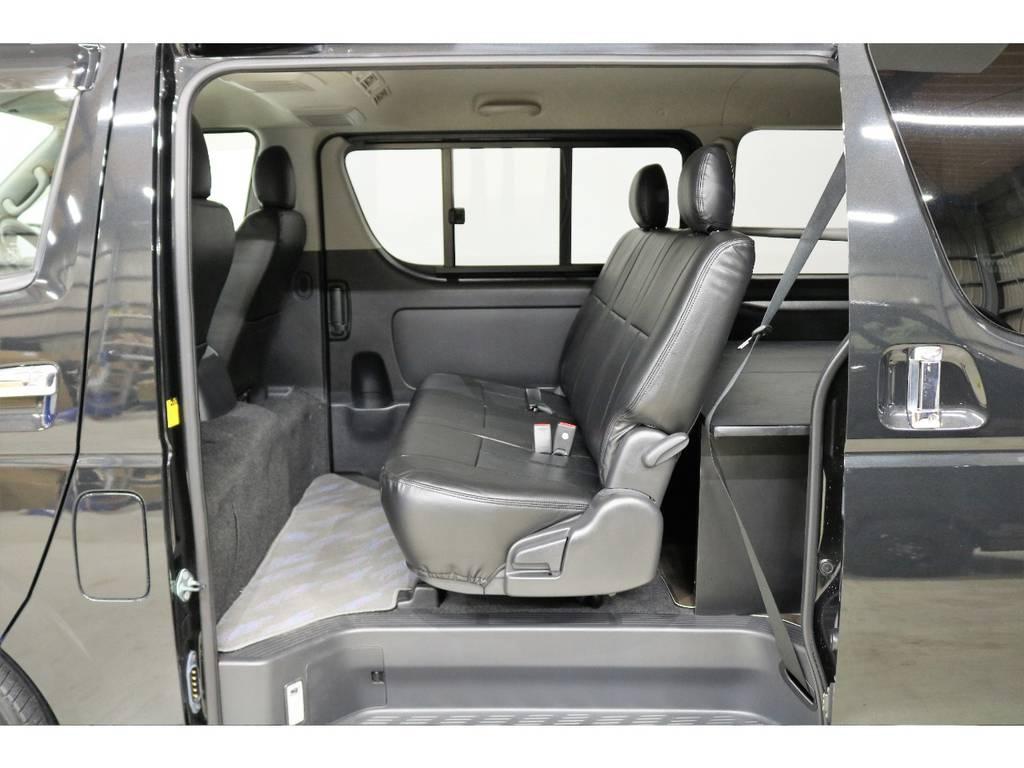 2列目も新品ブラックシートカバーを装着しています!!! | トヨタ ハイエースバン 3.0 スーパーGL ロング ディーゼルターボ