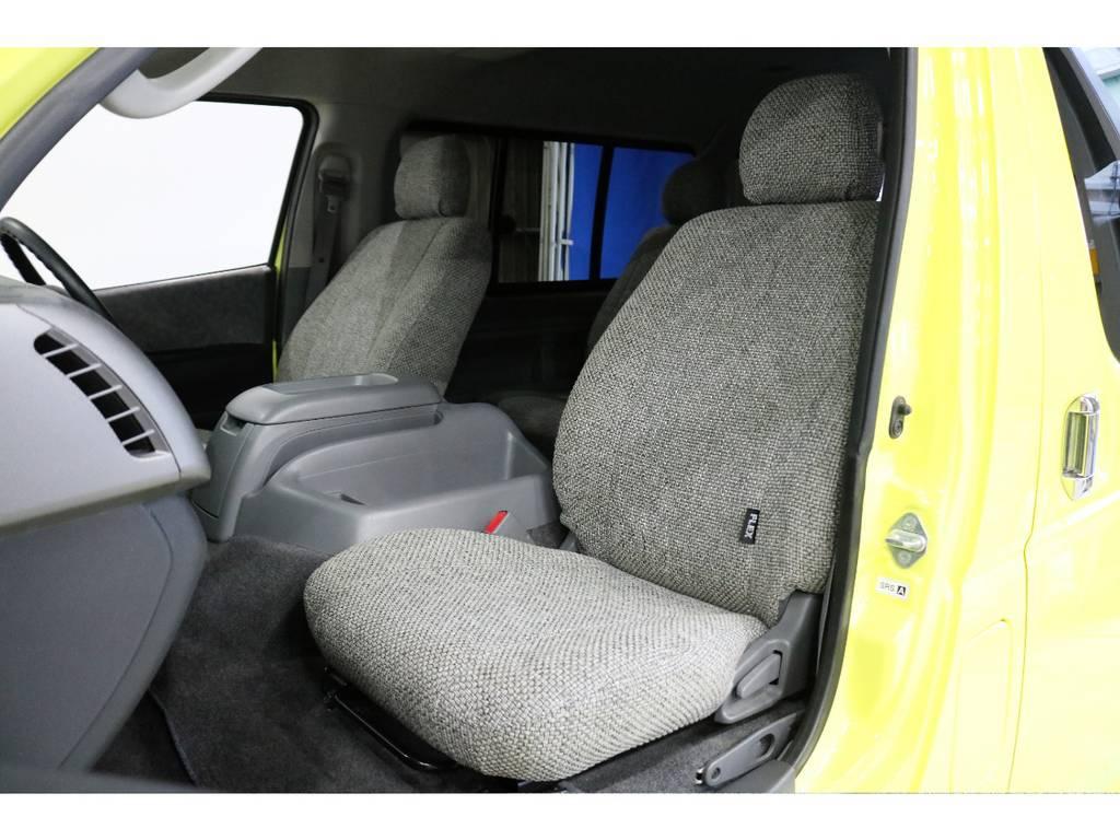 シートにはフィッティングの良いFLEXオリジナルシートカバーを新品で装着してかわいらしさを演出しています。