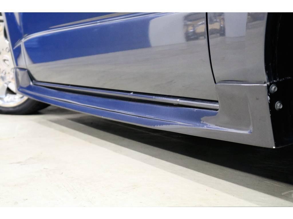 もちろんサイドにもスポイラーを装着済みで、統一感を演出しております♪ | トヨタ ハイエースバン 3.0 スーパーGL ワイド ロング ミドルルーフ ディーゼルターボ