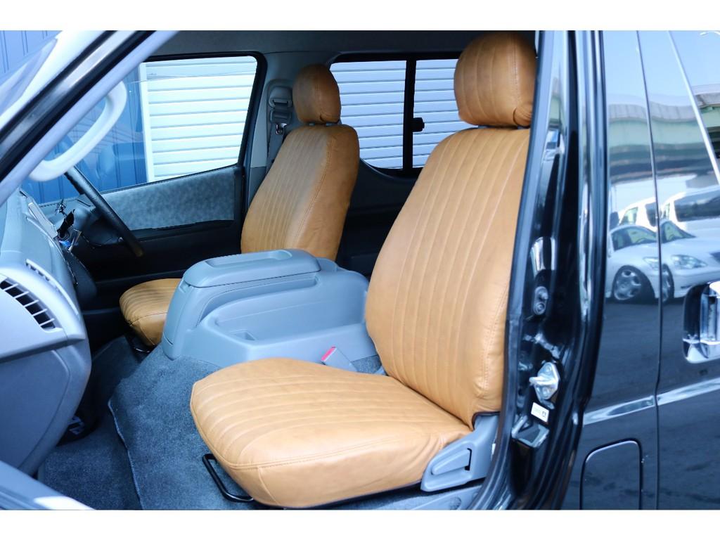 シートカバーにはRenoca専用キャメルカラーのシートカバーを装着しております。