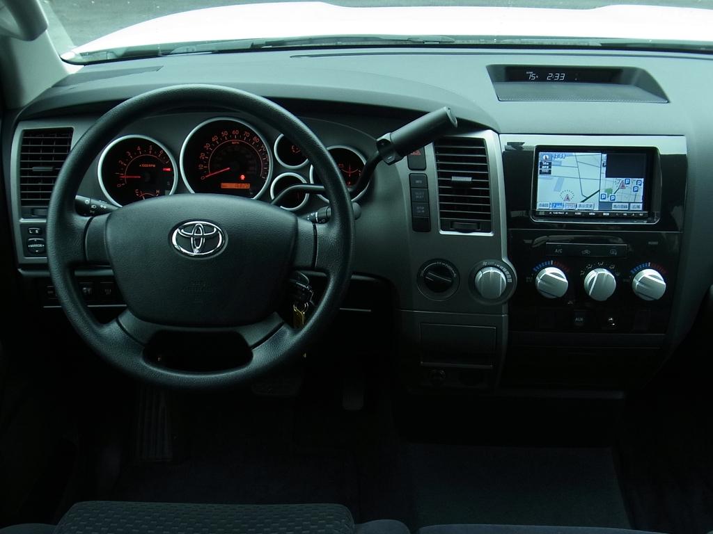 タンドラ ダブルキャブ SR5 V8