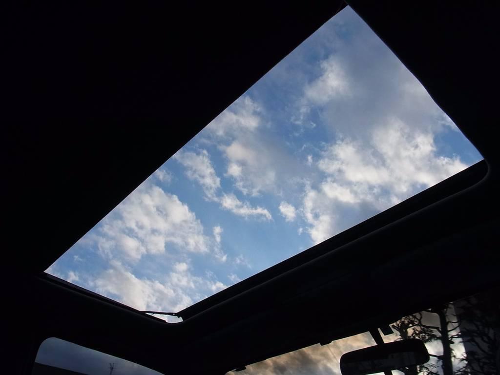 ランクルのサンルーフを開けてのドライブは最高ですよ | トヨタ ランドクルーザー80 4.5 VXリミテッド 4WD