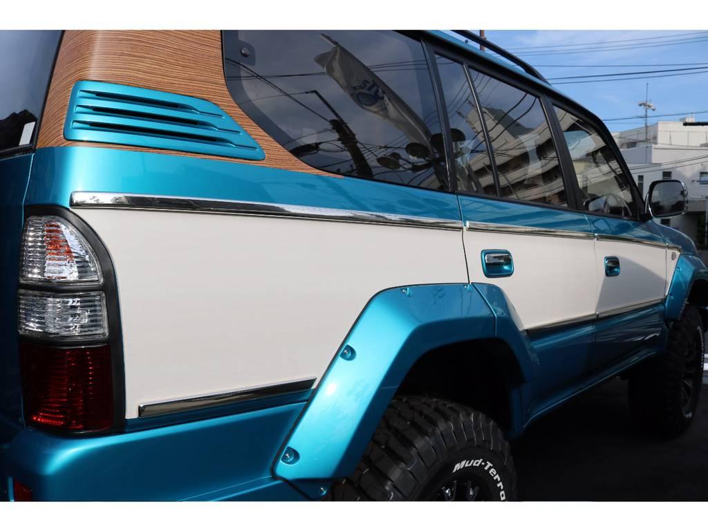 サイドにはホワイトウッドパネル、メッキモールを施工しています! | トヨタ ランドクルーザープラド 2.7 TX 4WD LTD