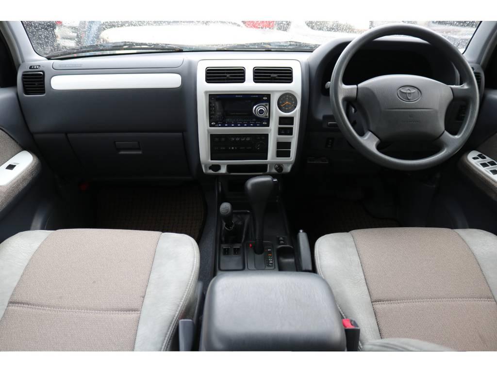 爽やかな印象を与えるインテリアです | トヨタ ランドクルーザープラド 2.7 TX 4WD LTD