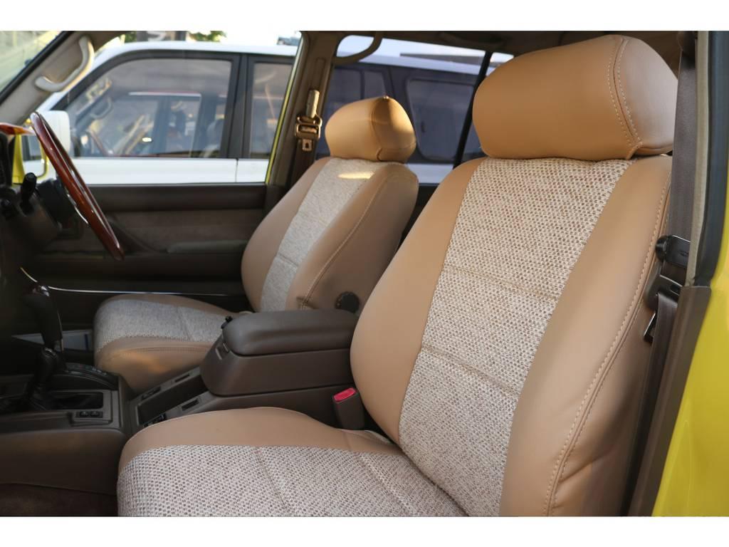 安価なシートカバーと異なり、生地単価が高く普段使わないファブリック&レザーコンビシートカバーを贅沢に装着。勿論新品です。   トヨタ ランドクルーザー80 4.5 VXリミテッド 4WD
