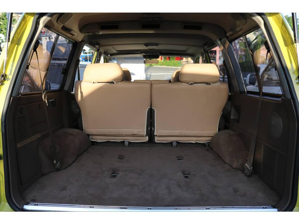 ラゲッジスペースに多い大きなキズ・スレ・割れが少ない程度良好な1台です。是非実車をご覧頂きたいです!   トヨタ ランドクルーザー80 4.5 VXリミテッド 4WD