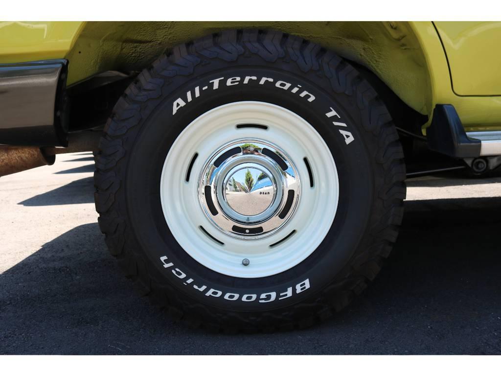 DEAN CROSS COUNTRY(White)アルミホイールにBFgoodrich 235/85R16インチオールティレーンタイヤをそれぞれ新品装着。安心かつ気持ち良くお乗り頂けます。   トヨタ ランドクルーザー80 4.5 VXリミテッド 4WD