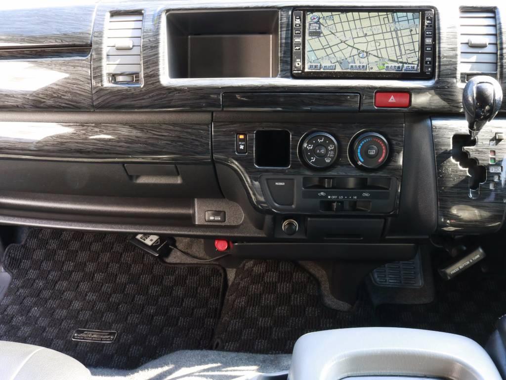 木目調パネルが味気ないパネル周りを高級感ある大人な車内空間に!! | トヨタ ハイエース 2.7 GL ロング ミドルルーフ