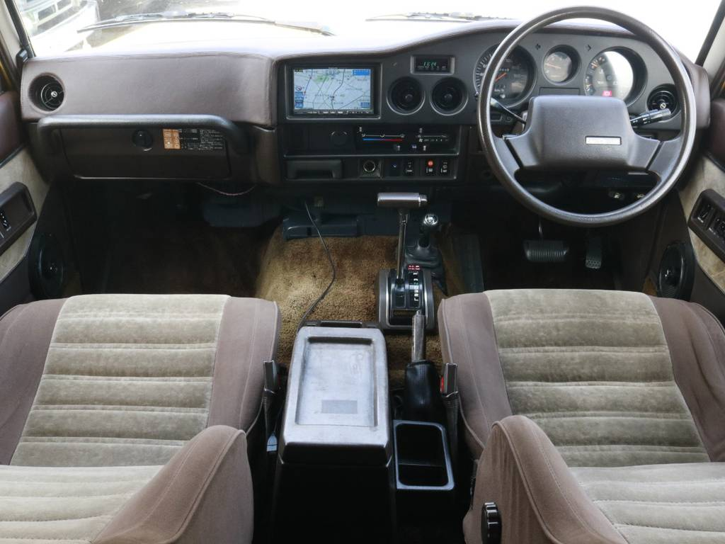 この運転席廻りのデザイン見てください!! | トヨタ ランドクルーザー60 4.0 VX ハイルーフ 4WD
