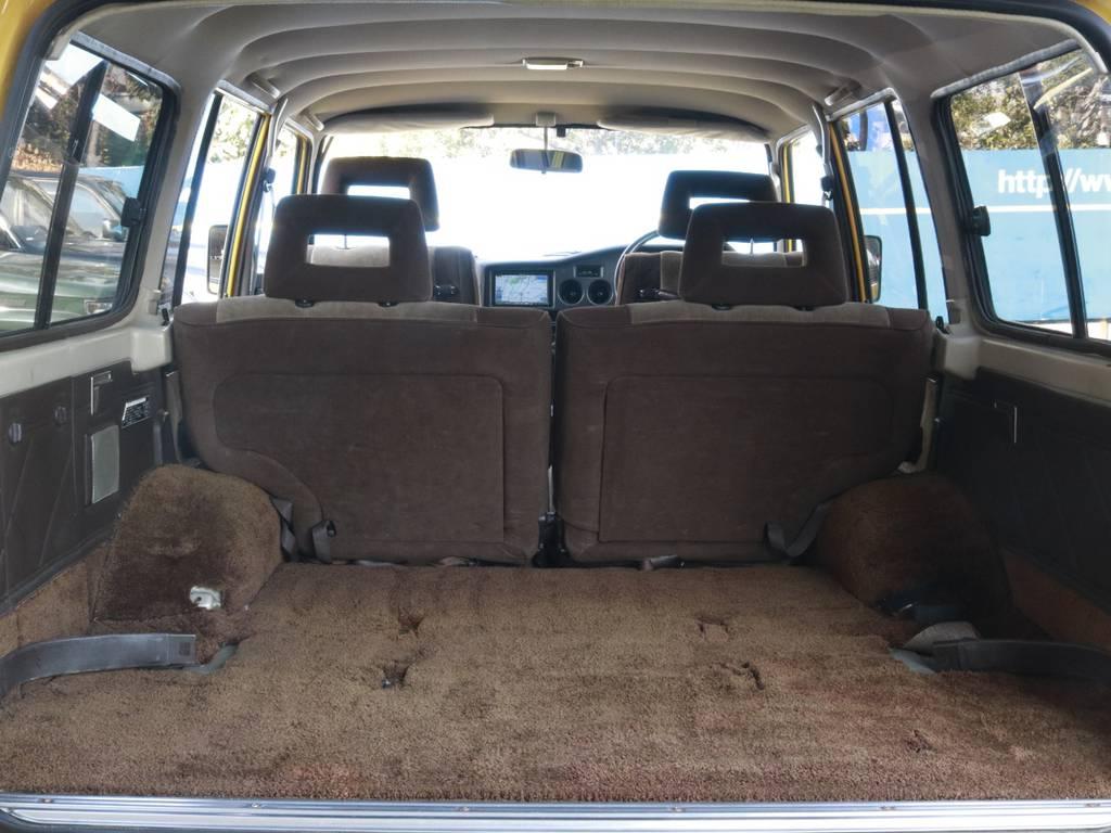 広々ラゲッジもふかふかカーペット!綺麗な状態! | トヨタ ランドクルーザー60 4.0 VX ハイルーフ 4WD
