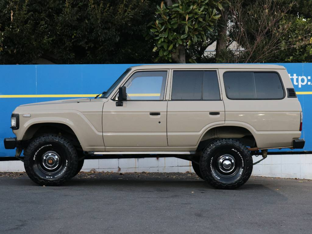サイドビューも渋いです | トヨタ ランドクルーザー60 4.0 VX ハイルーフ 4WD