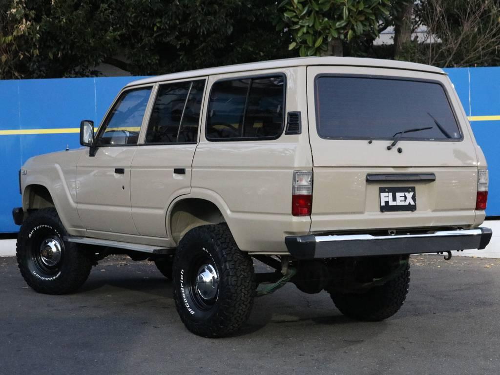 リアガーニッシュもブラックアウト | トヨタ ランドクルーザー60 4.0 VX ハイルーフ 4WD
