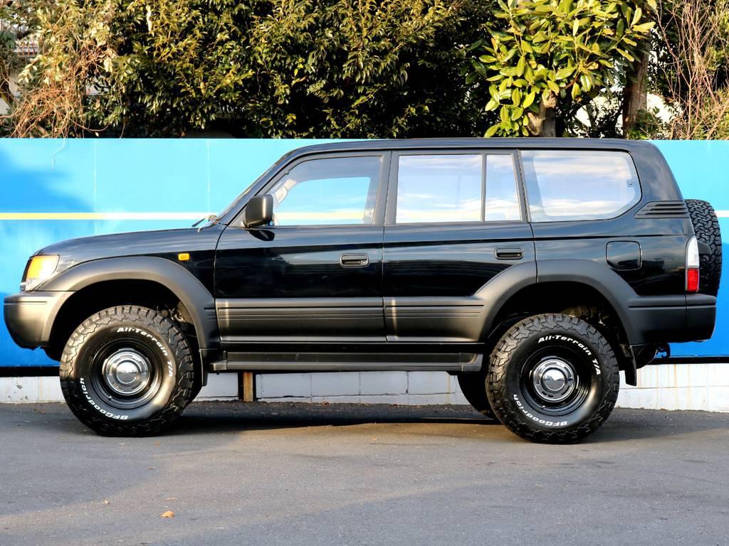 ボディ部分は艶有り黒、樹脂系パーツは艶無し黒でニューペイント致しました。 | トヨタ ランドクルーザープラド 3.4 TX 4WD