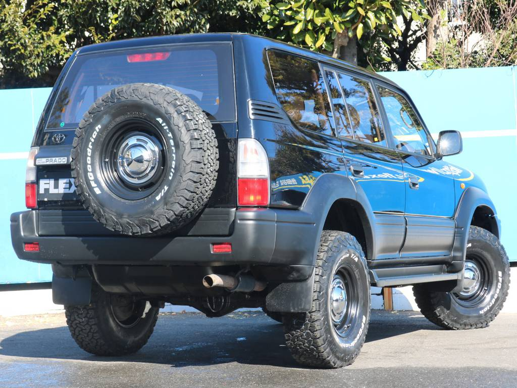 背面タイヤまでタイヤホイール変えています。4WDらしさも全開! | トヨタ ランドクルーザープラド 3.4 TX 4WD