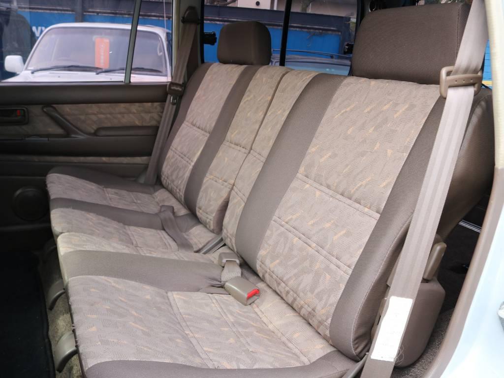 もちろん大好評のオーダー生地シートカバーなんかも承っております!   トヨタ ランドクルーザー80 4.5 GX 4WD